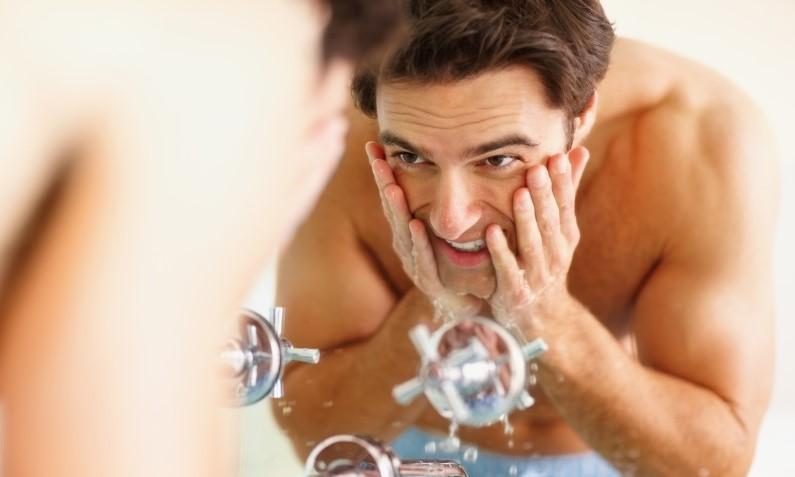 Man washing skin